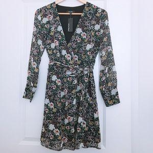Dresses & Skirts - LEA & VIOLA floral wrap dress- Sz S